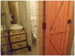 Toilet dan Interior Lantai 2 Sala Kitchen dan Resto